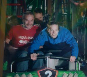 Bennett und Ralf in der Achterbahn